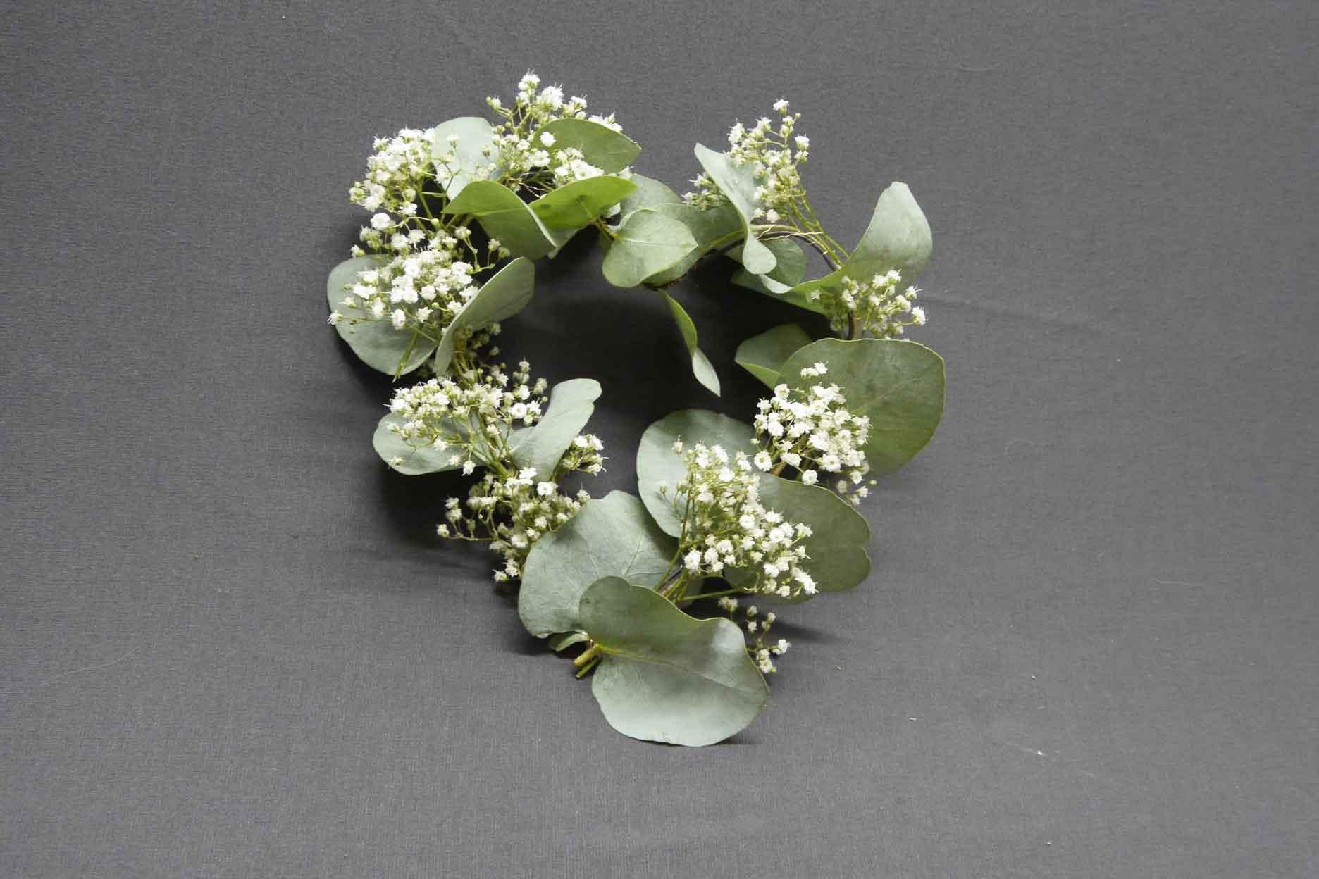 Blumenschmuck Erinnerungskerze Drahtherz mit Eukalyptus Schleierkraut
