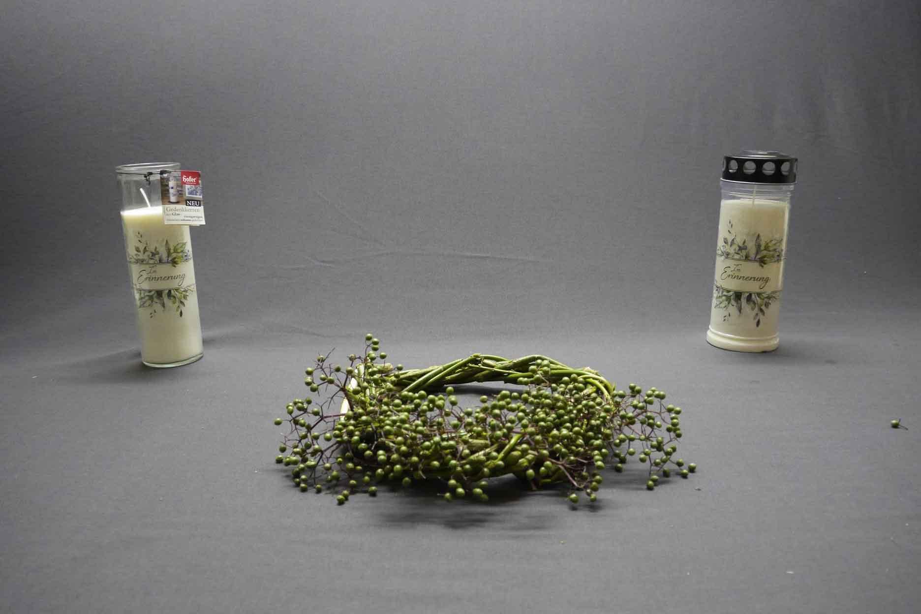 Grabdekoration Naturmaterialien Grablicht Gedenklicht Holunderbeeren